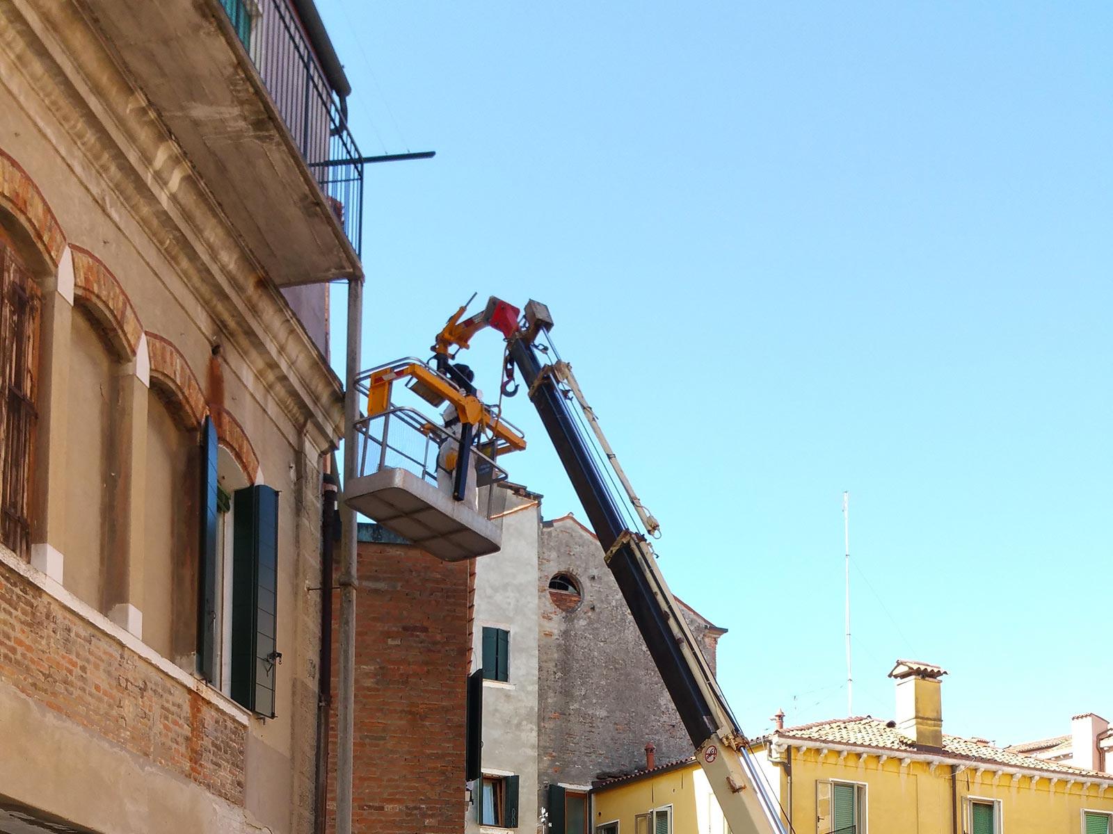 Noleggio piattaforme areee a Venezia