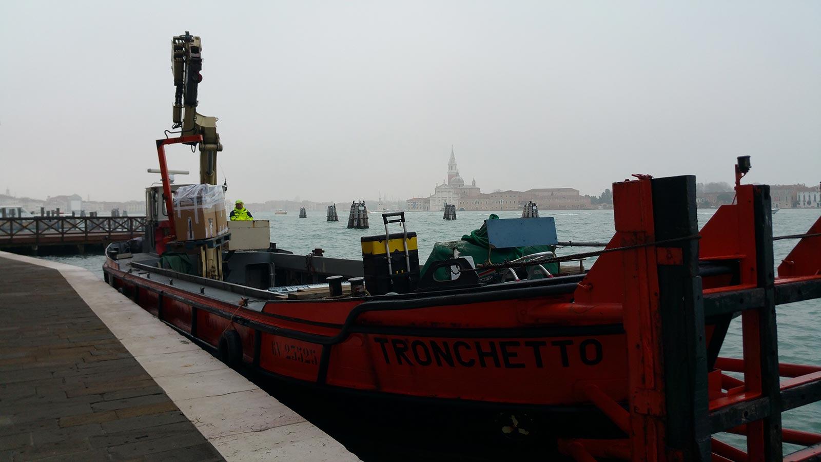 Trasporto materiale per allestimento a Venezia