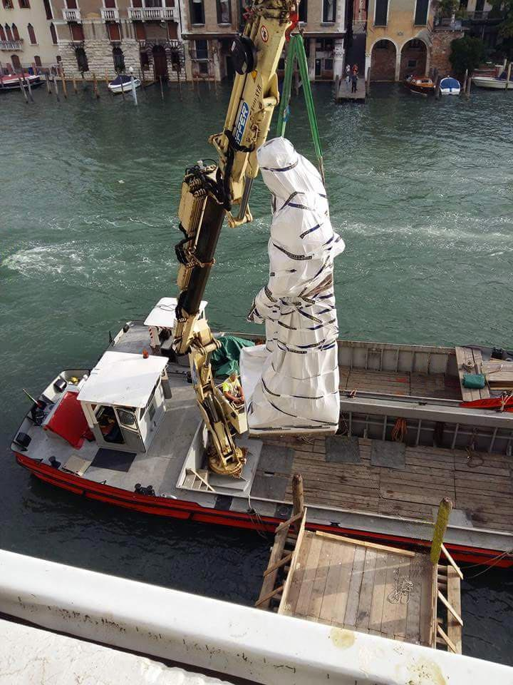 Transporting a sculpture to Ca' Corner della Regina