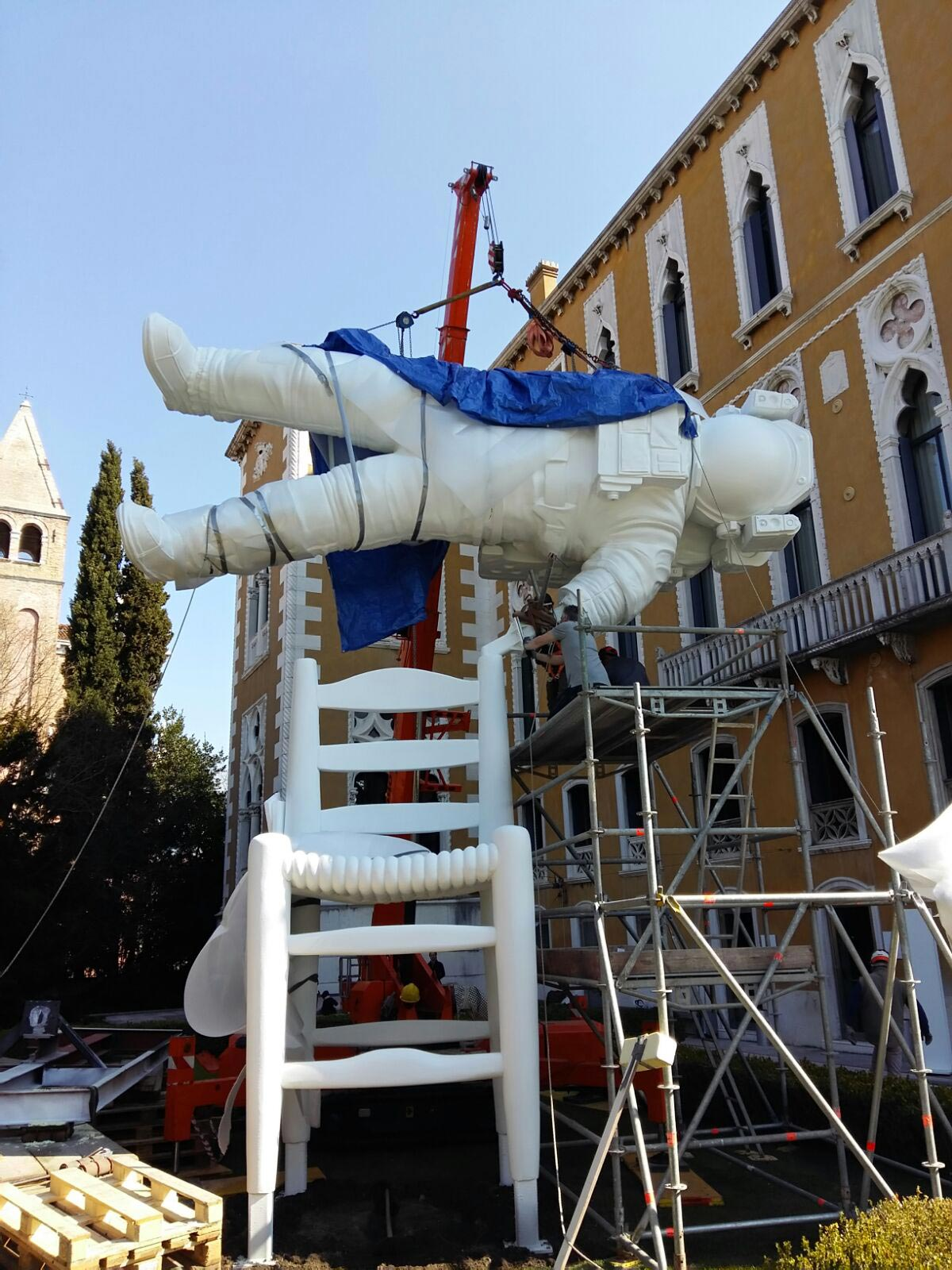 Transporting and installing artworks in Palazzo Franchetti