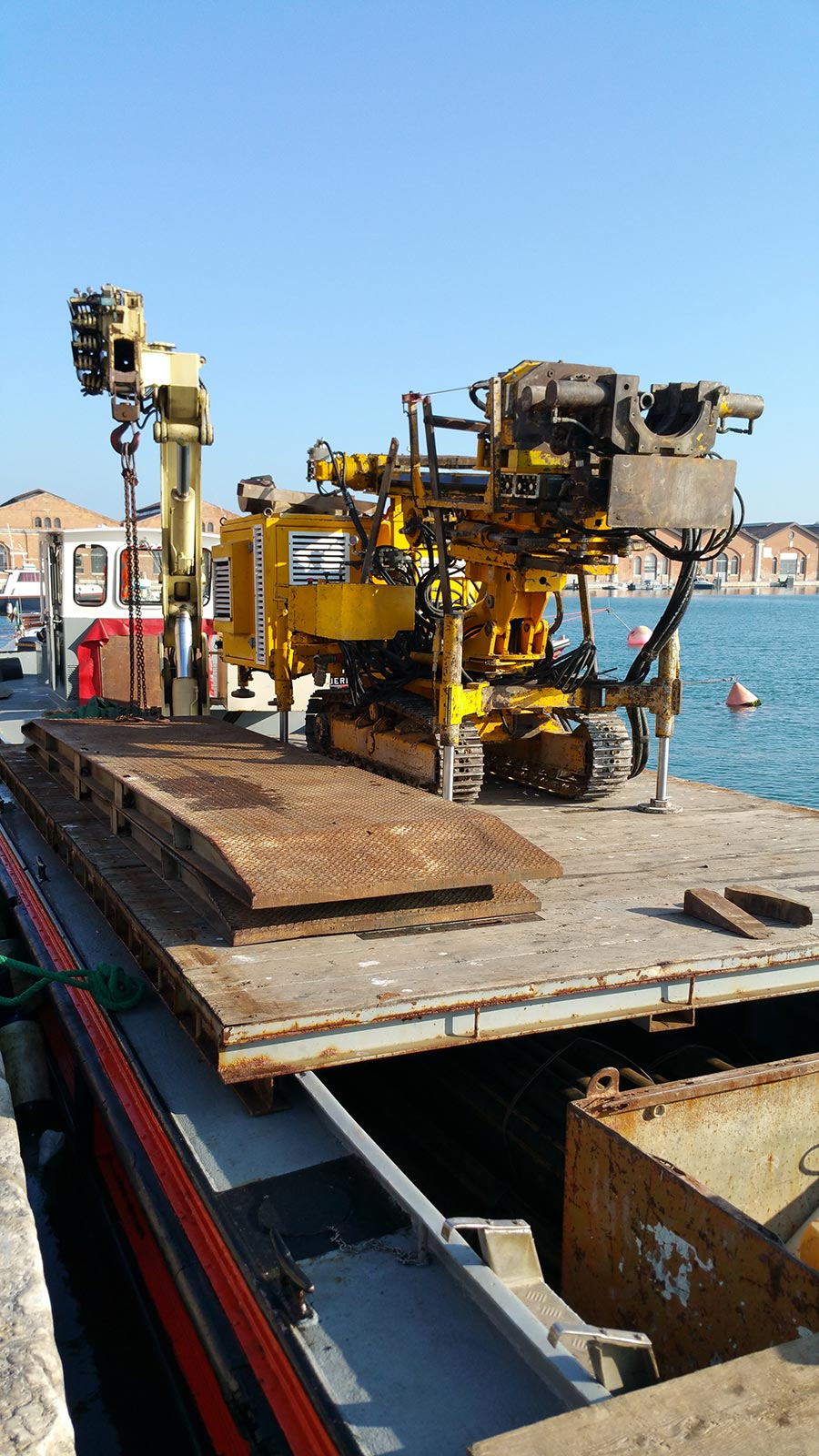 Transporting materials for the building industry around Venice