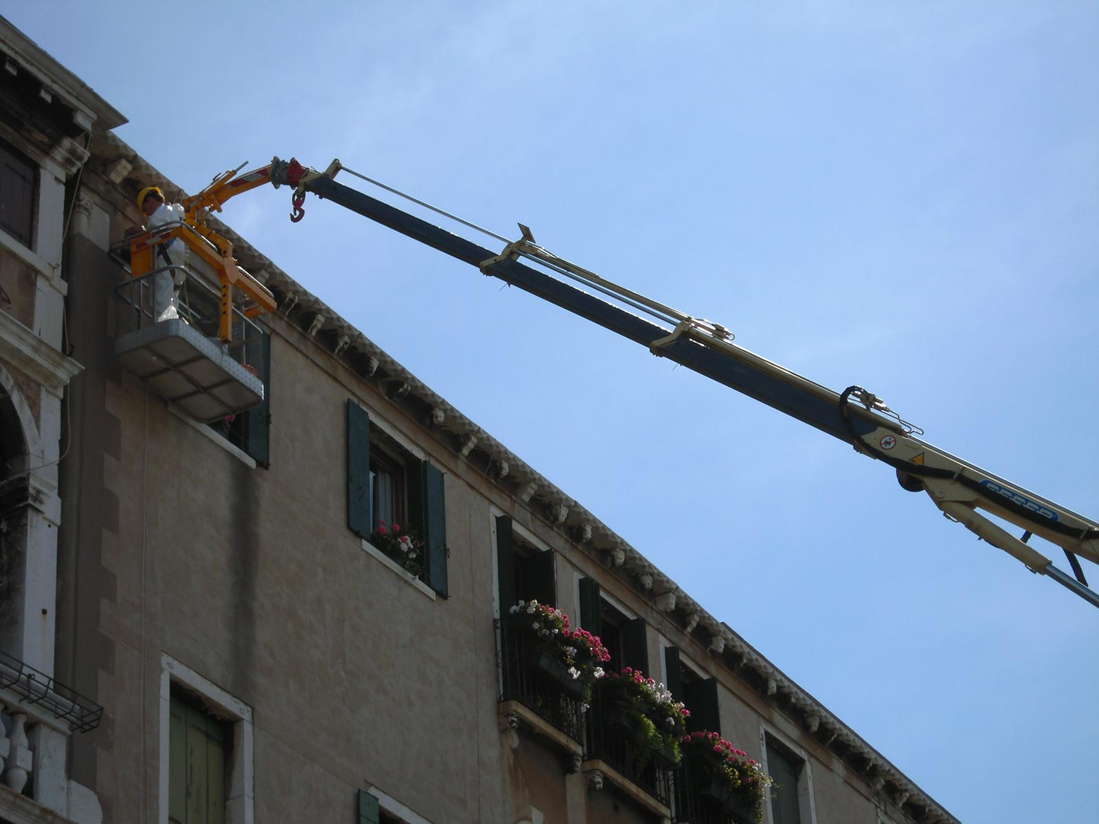 Aerial platforms for securing buildings