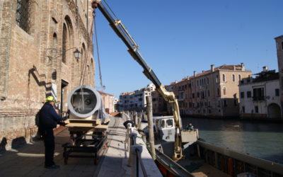 """Trasporto opere d'arte in occasione della mostra """"Genesi"""" a Venezia"""