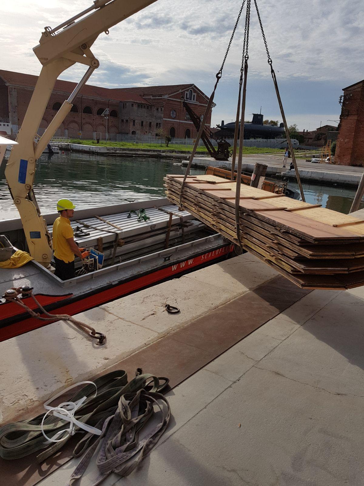 Trasporto materiale e allestimenti Biennale Architettura
