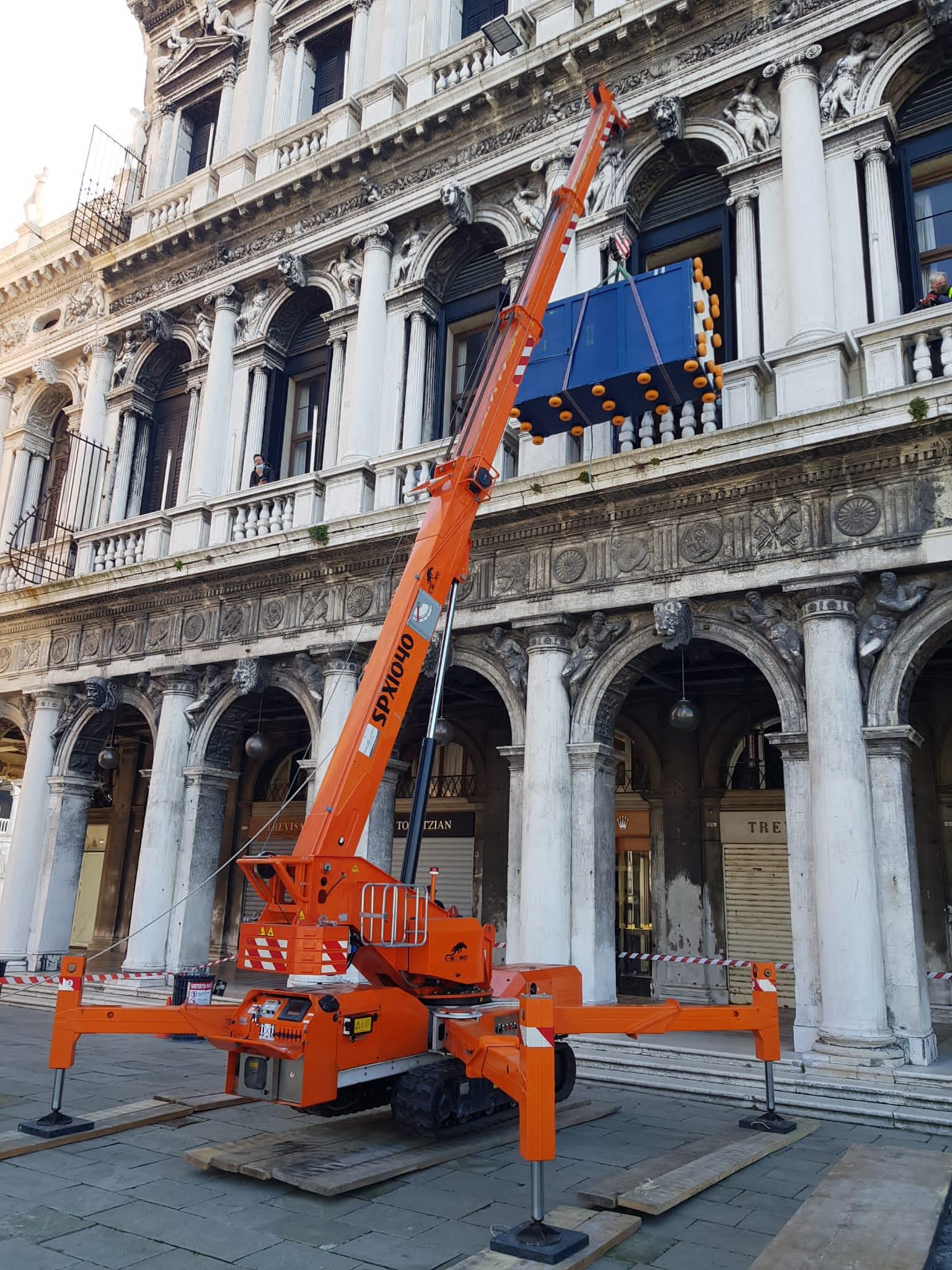 Trasporto e Installazione Opera d'ArteMuseo Archeologico Venezia Scalo Fluviale