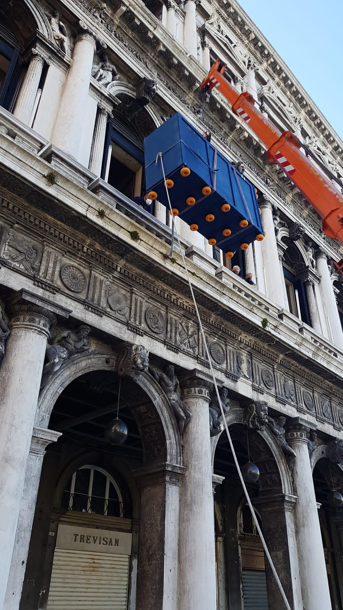 Trasporto Opera d'Arte Museo Archeologico Venezia Scalo Fluviale
