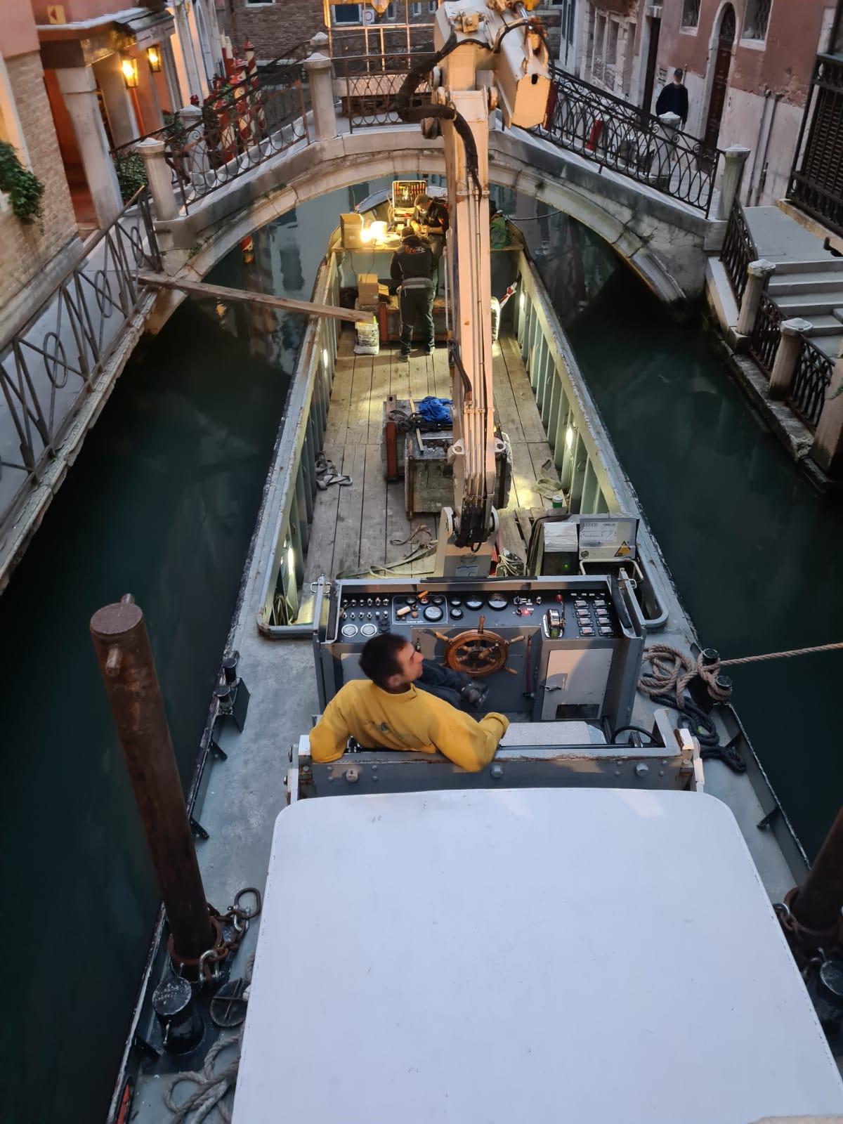 Installazione insegna luminosa Hotel Splendid Venezia Scalo Fluviale